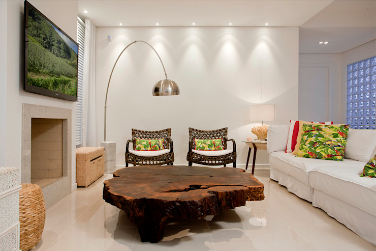 Tropical style living room by Karla Silva Designer de Interiores Tropical