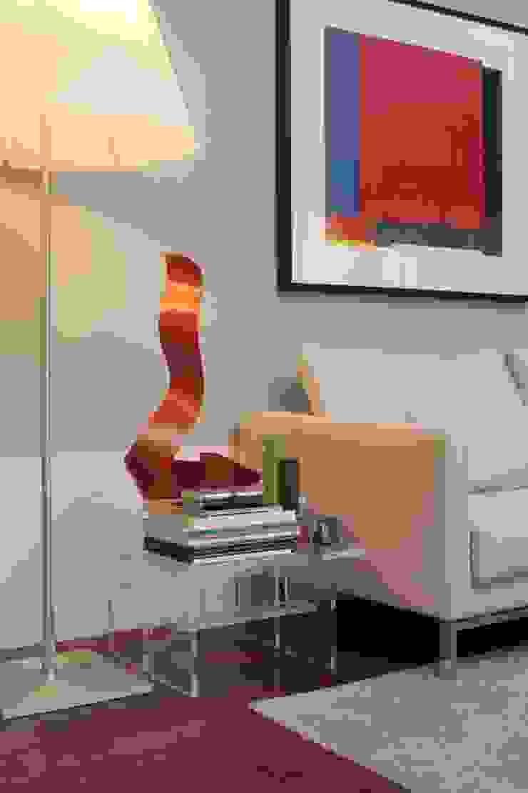 Moderne woonkamers van Fernanda Moreira - DESIGN DE INTERIORES Modern Houtcomposiet