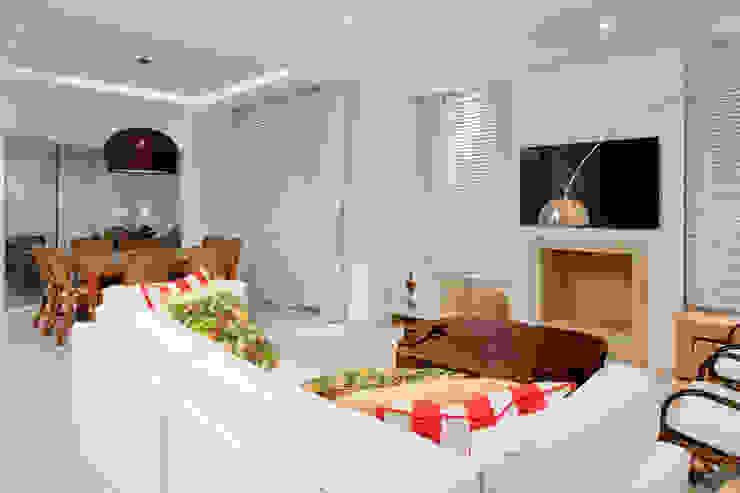 Luxo para Férias Salas de estar tropicais por Karla Silva Designer de Interiores Tropical