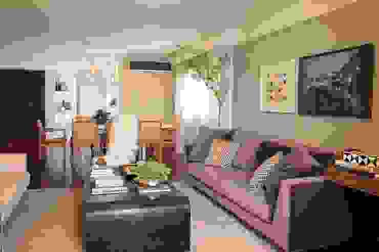 Moderne woonkamers van Fernanda Moreira - DESIGN DE INTERIORES Modern Textiel Amber / Goud