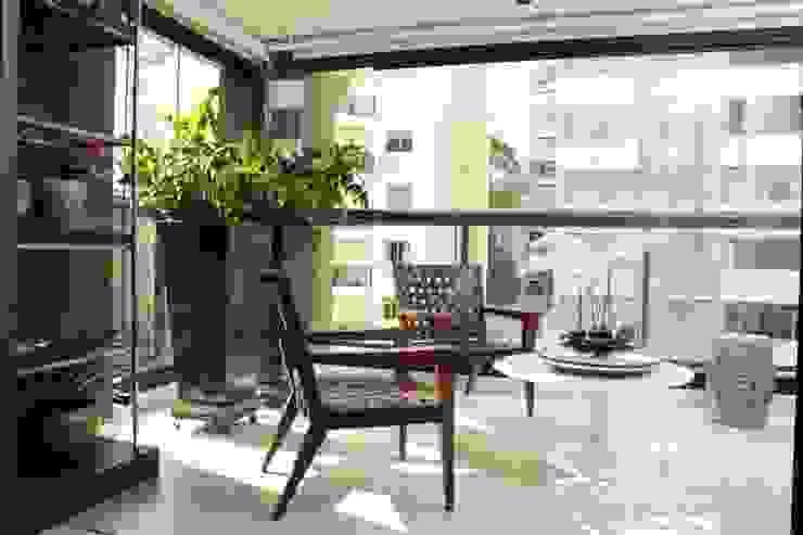 Hiên, sân thượng phong cách hiện đại bởi Fernanda Moreira - DESIGN DE INTERIORES Hiện đại Đá hoa