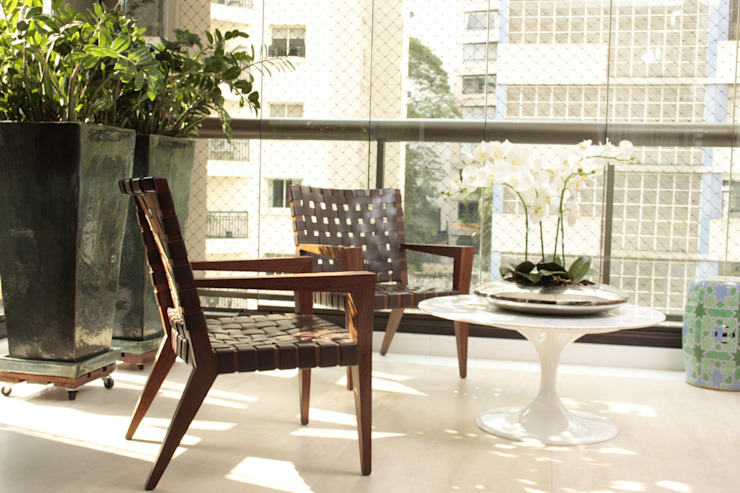 Hiên, sân thượng phong cách hiện đại bởi Fernanda Moreira - DESIGN DE INTERIORES Hiện đại