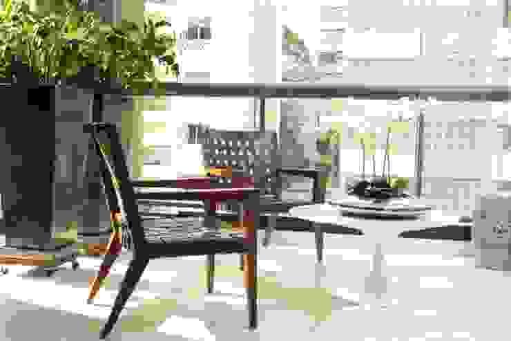 Moderne balkons, veranda's en terrassen van Fernanda Moreira - DESIGN DE INTERIORES Modern