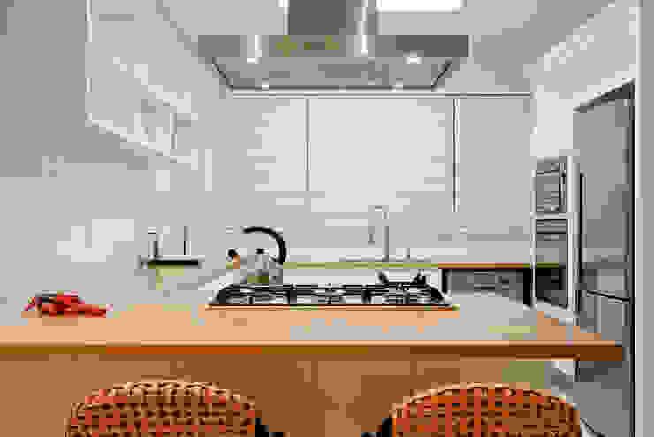 Cozinha Cozinhas tropicais por Karla Silva Designer de Interiores Tropical