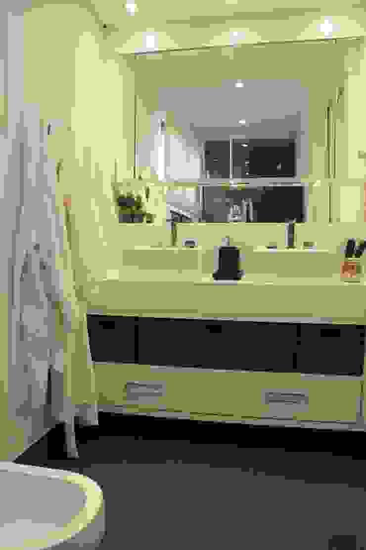 Phòng tắm phong cách hiện đại bởi Fernanda Moreira - DESIGN DE INTERIORES Hiện đại Thạch anh