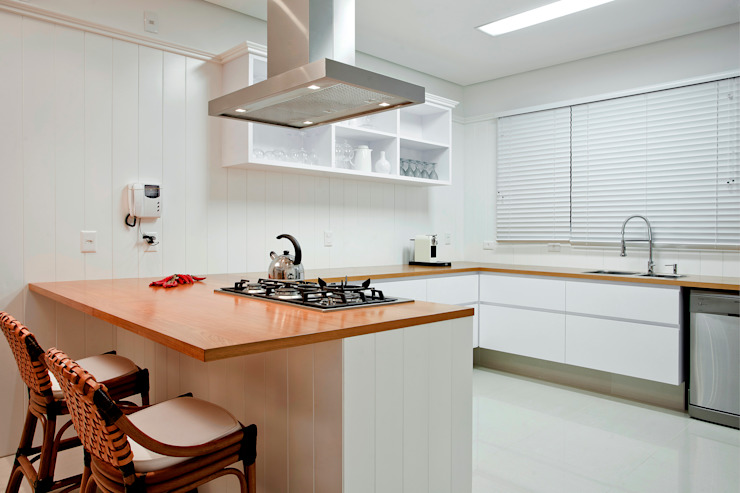 Luxo para Férias Cozinhas tropicais por Karla Silva Designer de Interiores Tropical