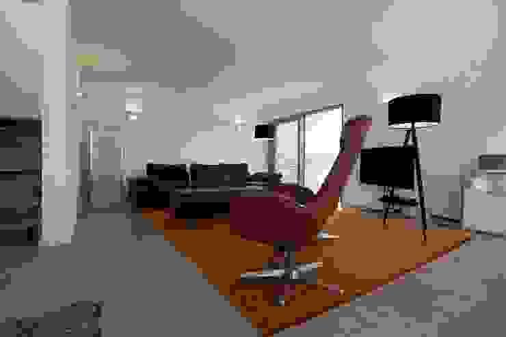 Eigenheim in Lerchenfeld Herzog-Architektur Moderne Wohnzimmer Mehrfarbig