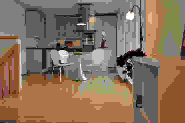 Blick in den Essbereich Moderne Esszimmer von Optimmo Home Staging Modern