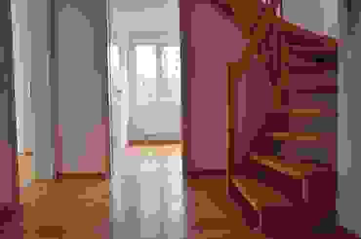 Flur Moderner Flur, Diele & Treppenhaus von Optimmo Home Staging Modern