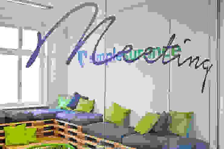 Sabine Oster Architektur & Innenarchitektur (Sabine Oster UG) Salas de entretenimiento de estilo moderno