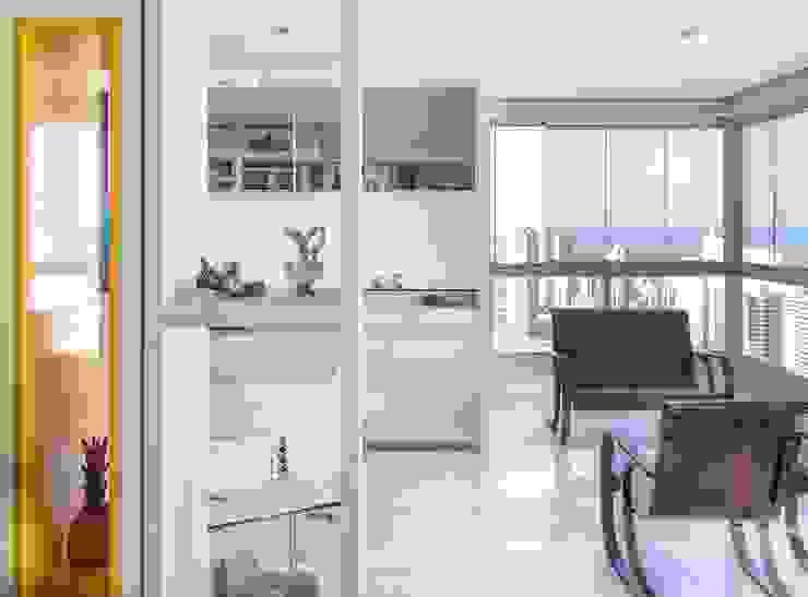 Residência T|R - VZ Arquitetas Lyssandro Silveira Living room White