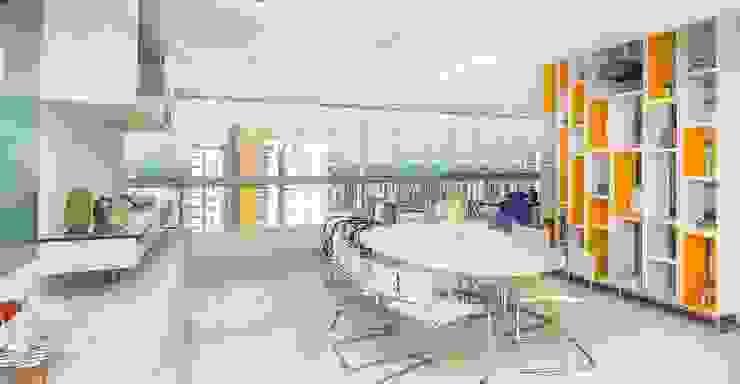 Residência T|R—VZ Arquitetas Lyssandro Silveira Modern dining room White