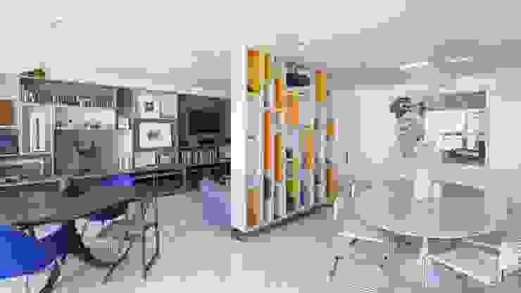 Residência T|R—VZ Arquitetas Lyssandro Silveira Modern living room