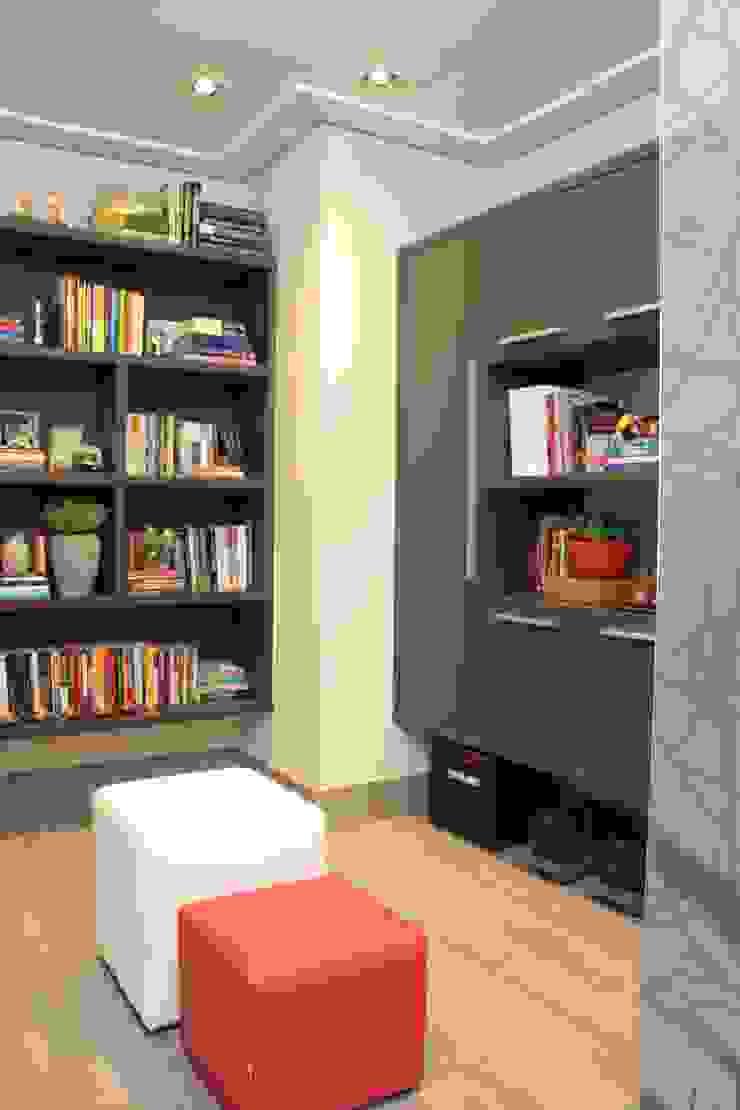 Pasillos, vestíbulos y escaleras modernos de Fernanda Moreira - DESIGN DE INTERIORES Moderno Tablero DM