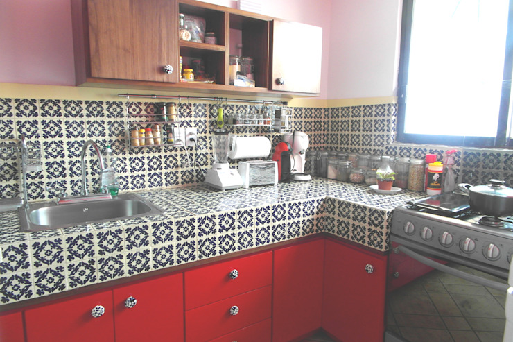 Teorema Arquitectura Eclectic style kitchen Pottery Red