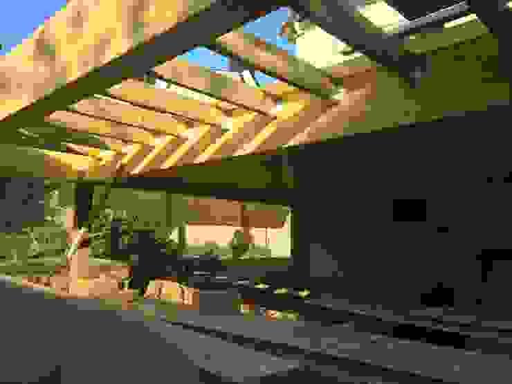 Extension ossature bois sur pilotis Balcon, Veranda & Terrasse modernes par BCM Moderne