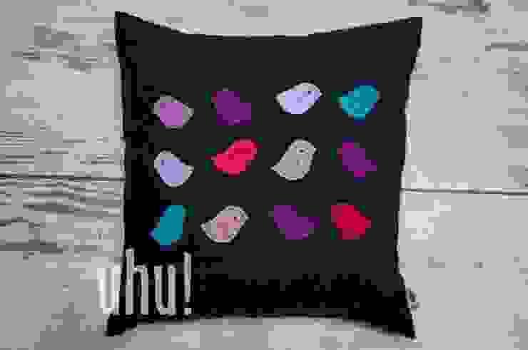Czarna poduszka z kolorowymi ptaszkami z filcu od uhu! Minimalistyczny Bawełna Czerwony
