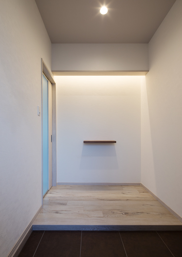 G邸 一級建築士事務所 馬場建築設計事務所 モダンスタイルの 玄関&廊下&階段 紙 白色