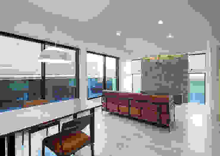 G邸 一級建築士事務所 馬場建築設計事務所 モダンデザインの リビング 石 白色
