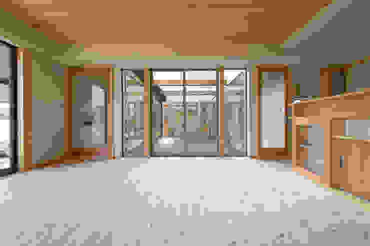 郊外の家 和風デザインの リビング の 有限会社 宮本建築アトリエ 和風