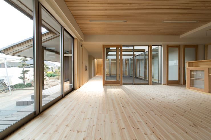 郊外の家 オリジナルデザインの リビング の 有限会社 宮本建築アトリエ オリジナル