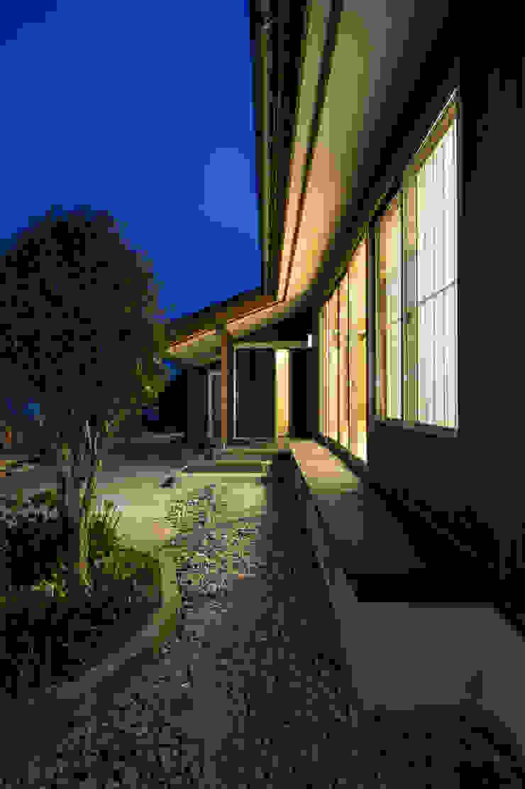郊外の家 日本家屋・アジアの家 の 有限会社 宮本建築アトリエ 和風