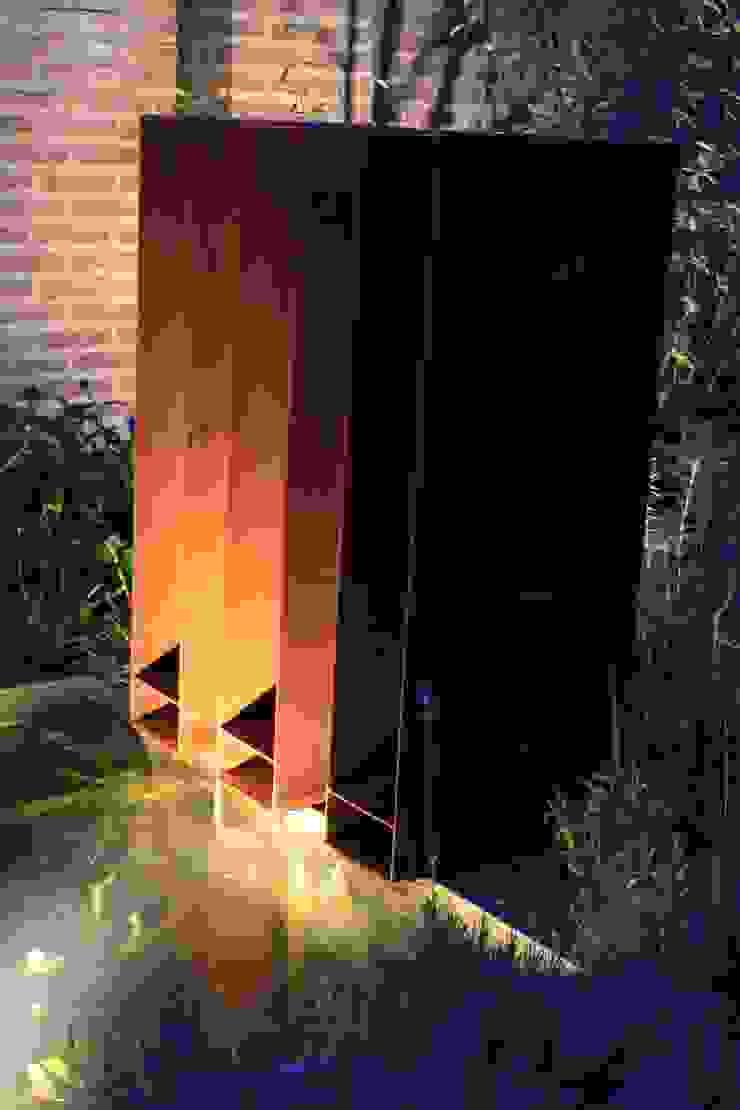 Cortenstaal waterspuwers Moderne tuinen van Hoveniersbedrijf Guy Wolfs Modern