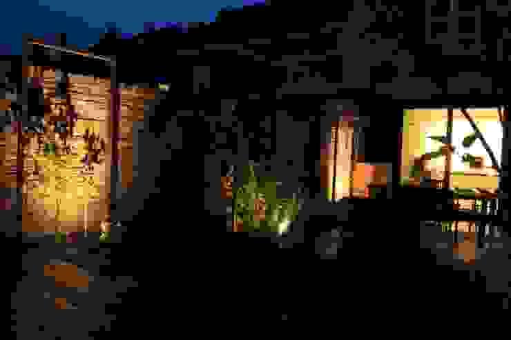 Patiotuin te Maastricht Moderne tuinen van Hoveniersbedrijf Guy Wolfs Modern