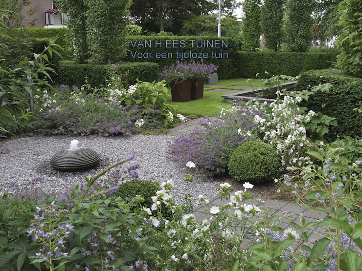Country style garden by VAN HEES TUINEN Country