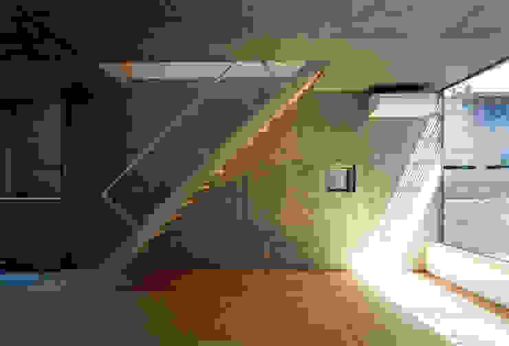 本町の家 モダンスタイルの 玄関&廊下&階段 の 桐山和広建築設計事務所 モダン