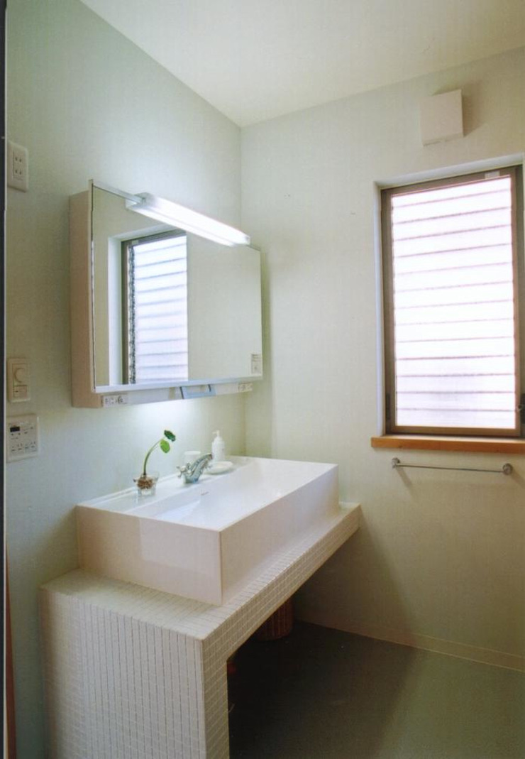 和歌山の家 モダンスタイルの お風呂 の 株式会社 atelier waon モダン