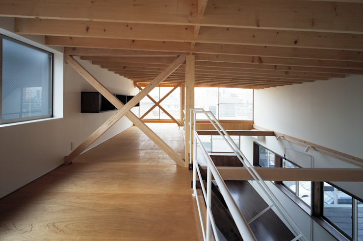 本町の家 モダンデザインの 多目的室 の 桐山和広建築設計事務所 モダン