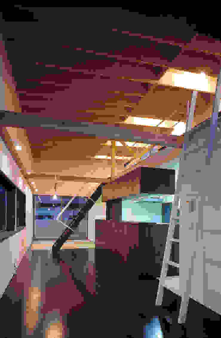 本町の家 モダンデザインの リビング の 桐山和広建築設計事務所 モダン