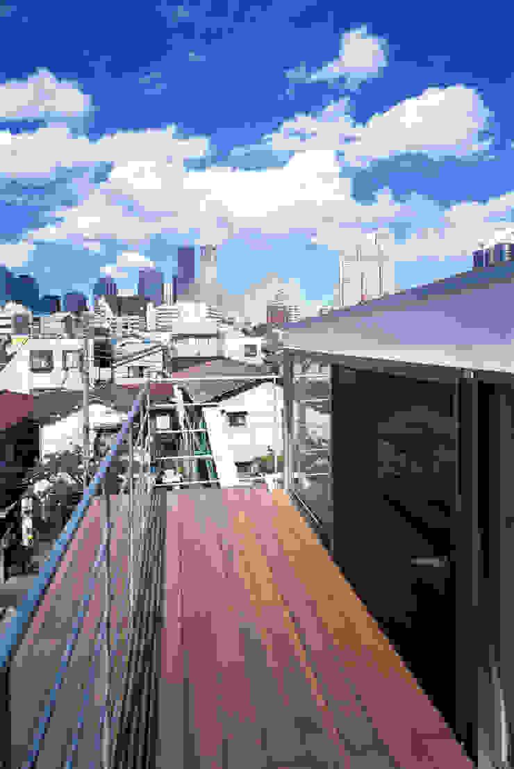 本町の家 モダンデザインの テラス の 桐山和広建築設計事務所 モダン