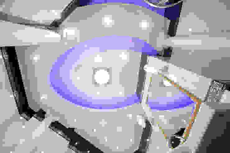 Шоу-рум Ванная в классическом стиле от Дизайн студия Александра Скирды ВЕРСАЛЬПРОЕКТ Классический