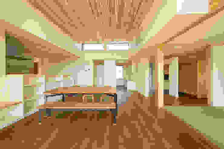 親と子をつなぐいえ オリジナルデザインの リビング の 有限会社 宮本建築アトリエ オリジナル