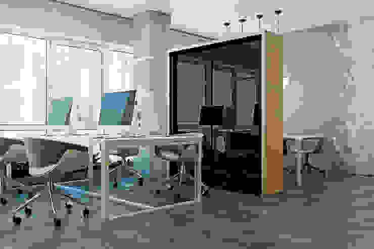 SMALL OFFICE IN KIEV Рабочий кабинет в стиле лофт от Виталий Юров Лофт