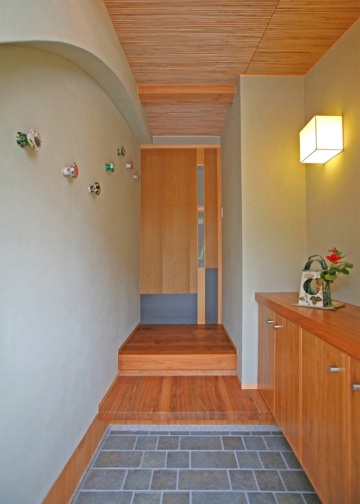 エントランスホール モダンスタイルの 玄関&廊下&階段 の アンドウ設計事務所 モダン