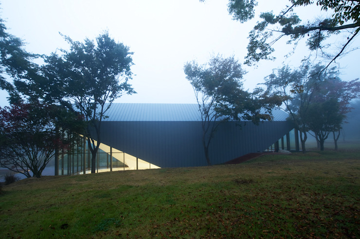 Minimalist house by WGNB Minimalist