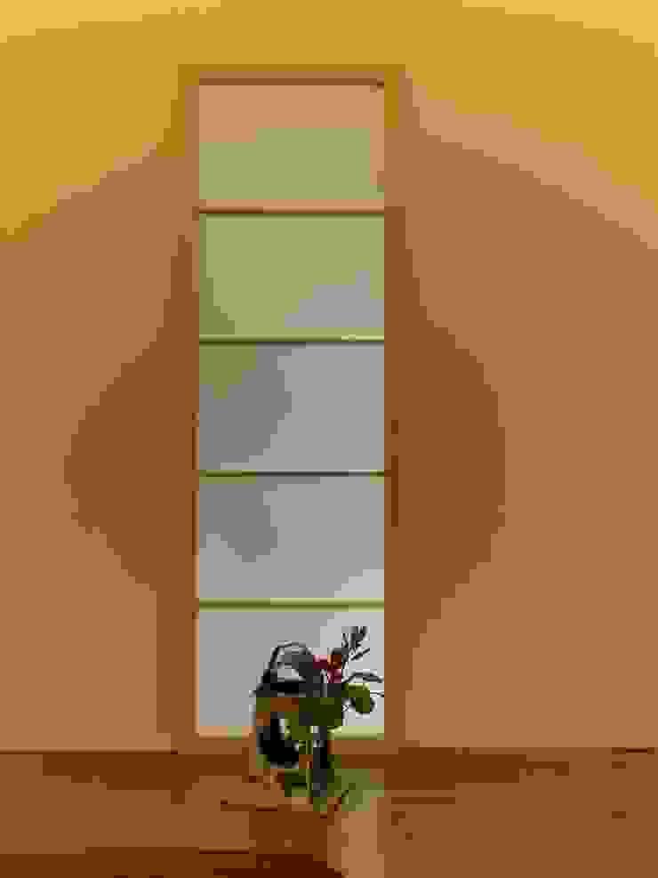 飾り モダンデザインの リビング の アンドウ設計事務所 モダン 陶器