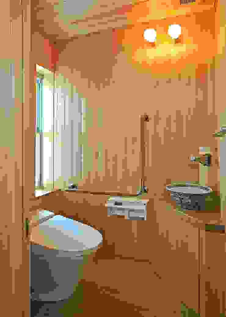 レストルーム モダンスタイルの お風呂 の アンドウ設計事務所 モダン 無垢材 多色