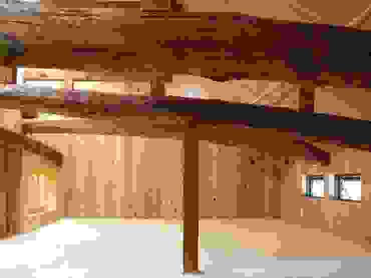 ロフト部屋 モダンデザインの 多目的室 の アンドウ設計事務所 モダン 無垢材 多色