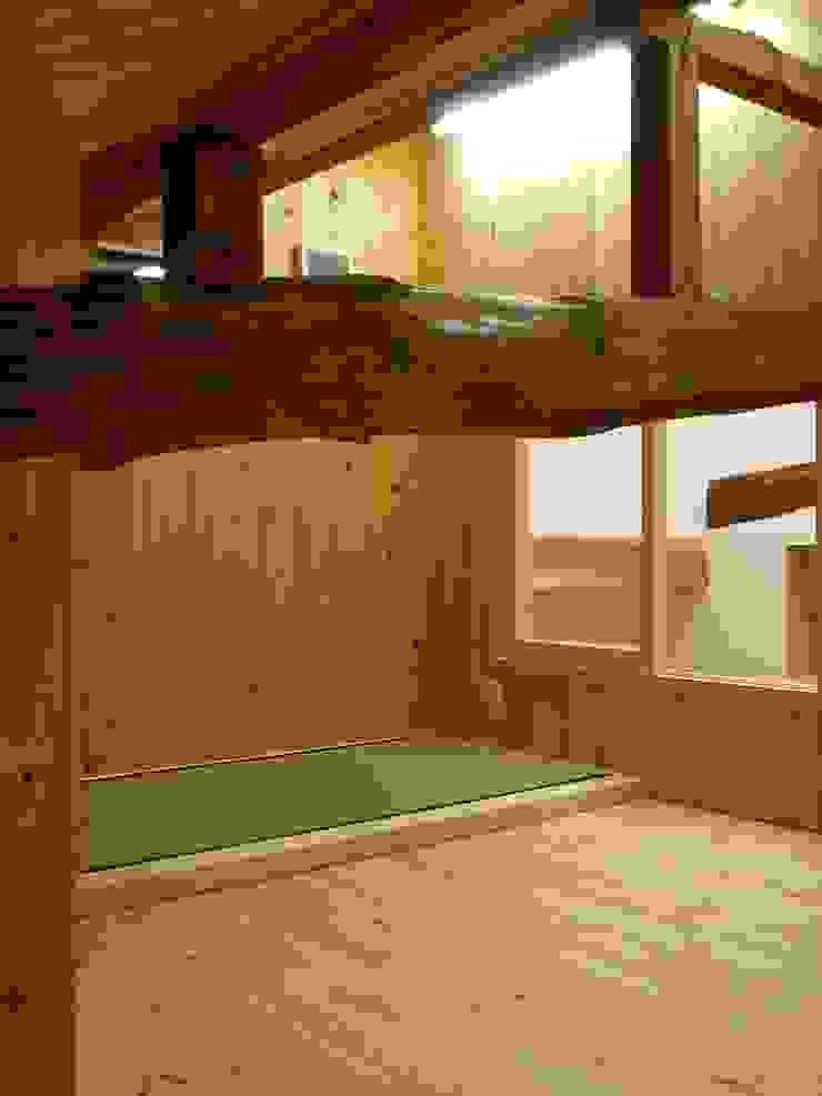 ロフト個室 モダンデザインの 多目的室 の アンドウ設計事務所 モダン 無垢材 多色