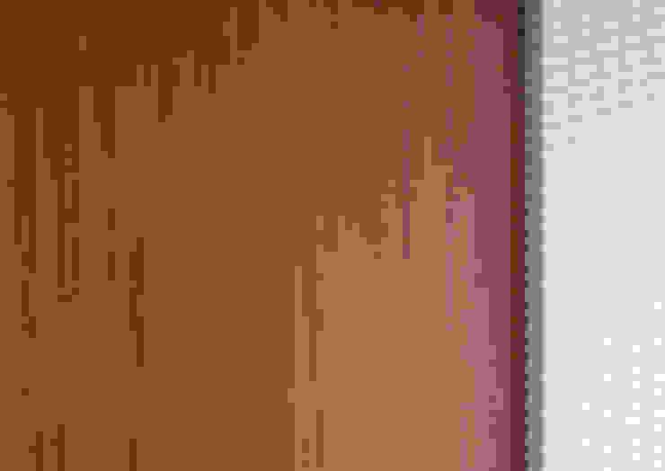 現代風玄關、走廊與階梯 根據 KUUK 現代風 MDF