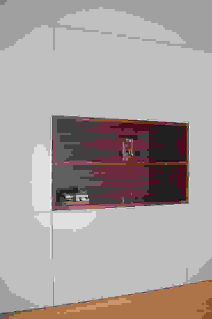 Office cabinet por KUUK Moderno MDF