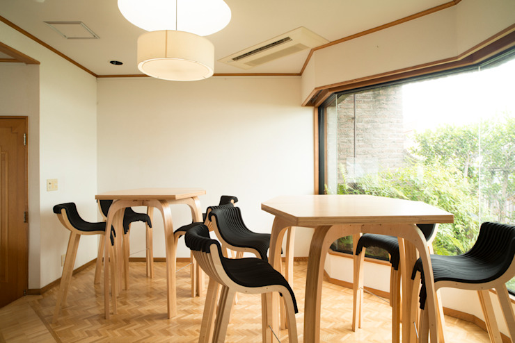wirechair: Design of Engineering and Fabrication / wipが手掛けたミニマリストです。,ミニマル 木 木目調