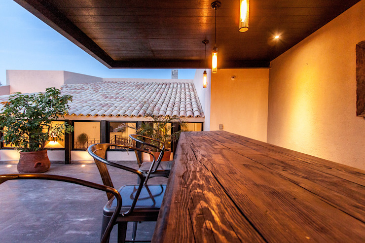 Modern balcony, veranda & terrace by Loyola Arquitectos Modern
