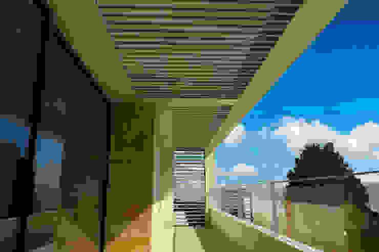 Remodelación Casa Lomas de Arbide Balcones y terrazas modernos de Flores Rojas Arquitectura Moderno