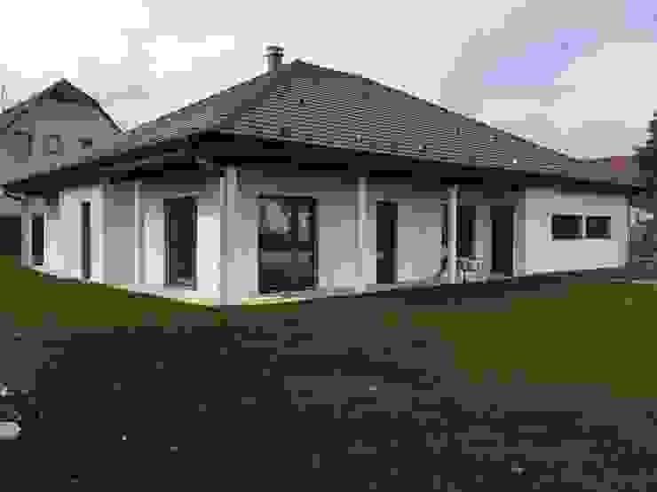 A.FUKE-PRIGENT ARCHITECTE Klassische Häuser