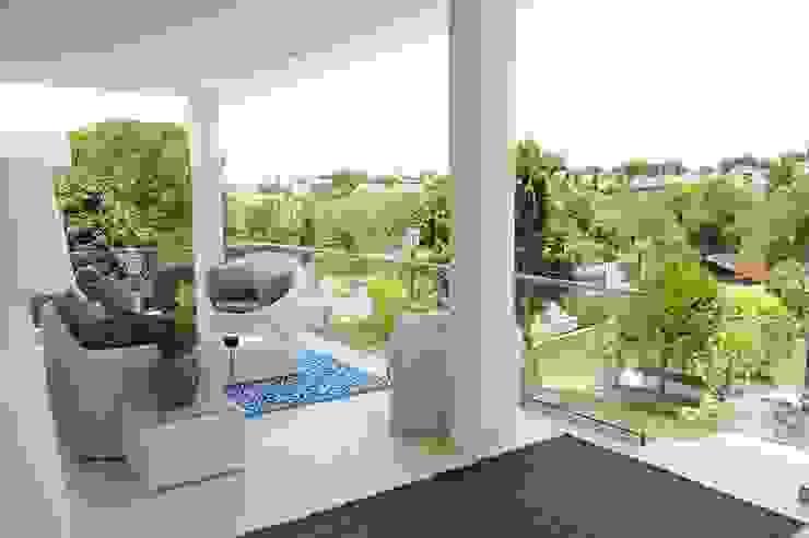 Vivienda en Villaviciosa de Odón, Madrid Balcones y terrazas de estilo clásico de FrAncisco SilvÁn - Arquitectura de Interior Clásico